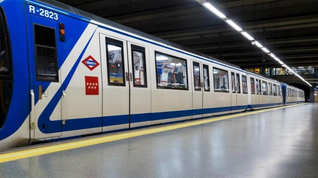 Multa de 3.600 euros por eyacular encima de una mujer en el Metro de Madrid
