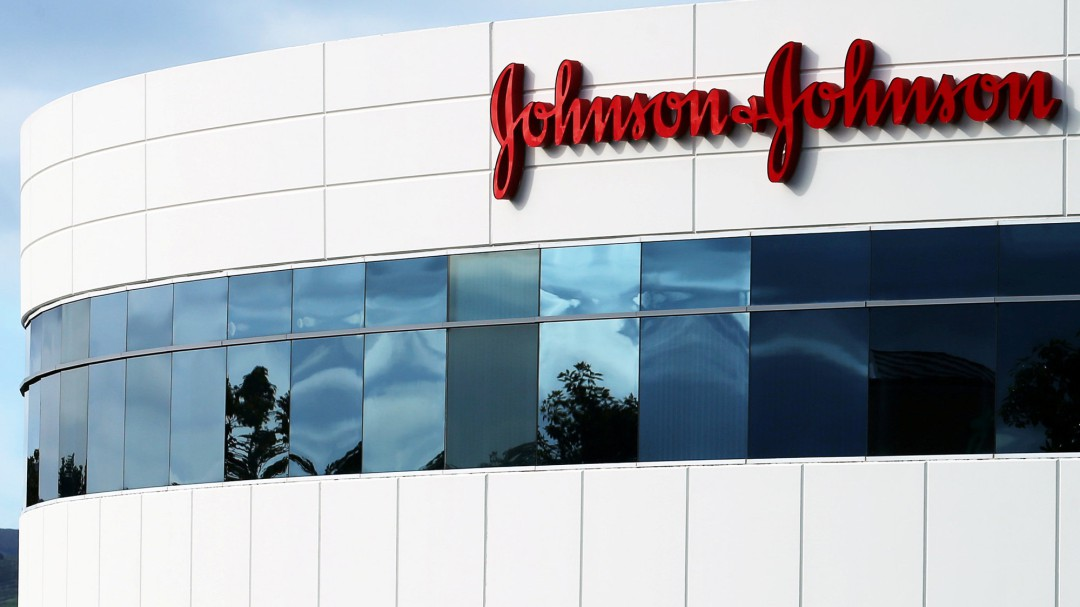 Johnson & Johnson se hunde en Wall Street tras revelar que sus polvos de talco contenían amianto